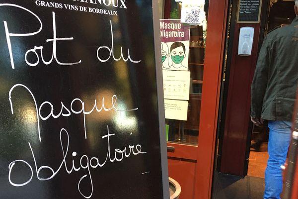 Les consignes affichées à l'entrée d'une grande brasserie du centre-ville de Limoges