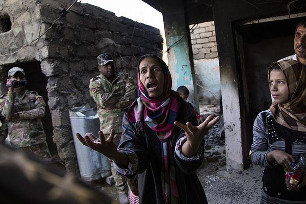 La photo d'Ali Arkady, prise en Irak en 2016, lauréate du premier prix à Bayeux en 2017. Comme le veut la tradition, elle illustre l'affiche de l'édition 2018 du Prix Bayeux-Calvados des correspondants de guerre