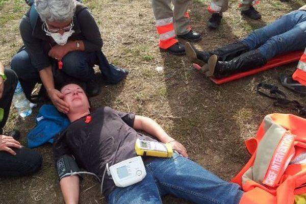 A Rodilhan, une dizaine de manifestants anti-corrida, incommodés par le gaz lacrimogène, ont dû être soignés par la Croix Rouge.