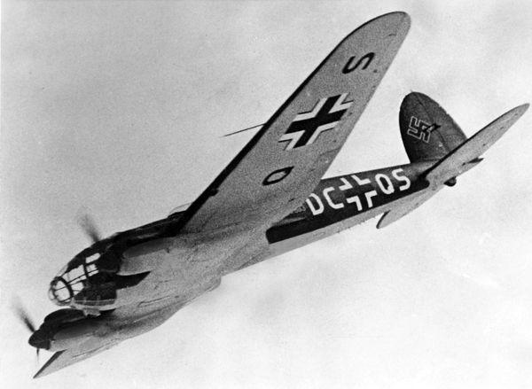 Un bombardier allemand Heinkel He 111, capable d'emporter 2 tonnes de bombes.