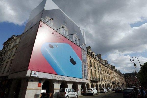 Désormais, les bâches publicitaires qui recouvrent les façades d'immeubles classés seront interdites