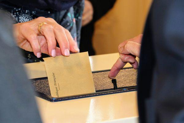 Photo d'illustration d'une urne, lors des élections municipales, en 2020.