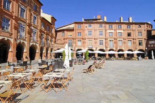 La place Nationale de Montauban dans le Tarn-et-Garonne