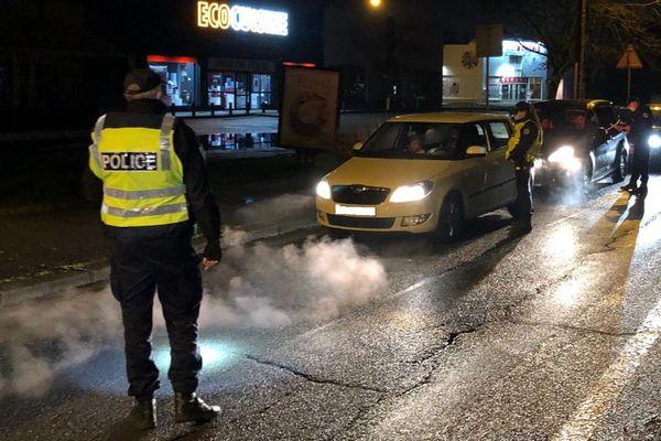 Contrôle de police à Bourg-en-Bresse (Ain), mercredi 30 décembre.
