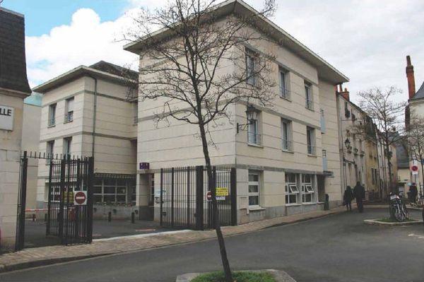 Le bâtiment de la Maison des parents, sur la place Jean-Meunier, dans le centre-ville de Tours