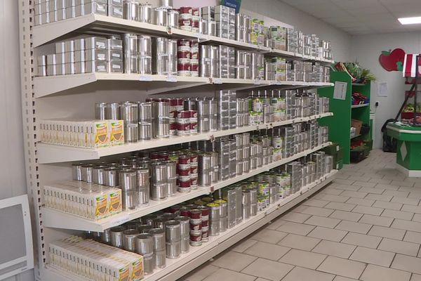 À Hirson dans l'Aisne, l'épicerie solidaire gérée par le Centre communal d'action sociale accueille chaque semaine une centaine d'usagers.