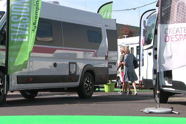 A la Foire de Clermont-Ferrand, les camping-cars et les vans sont largement représentés.