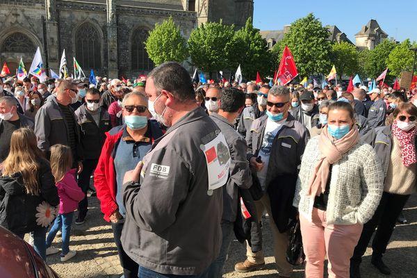 A Hennebont (Morbihan), les salariés de la Fonderie de Bretagne occupée depuis cinq jours formaient la tête du cortège. 1 500 personnes environ étaient rassemblées.