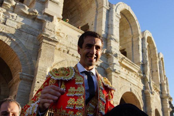 Dimanche de Pâques 2017, Arles. Deux oreilles et sortie en triomphe pour Thomas Joubert.