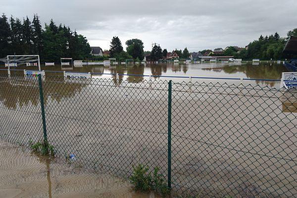 Le stade de football de Mothern inondé