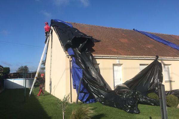 Les bâches envolées d'une toiture à La Chapelle-sur-Chézy, le 21 octobre 2021.