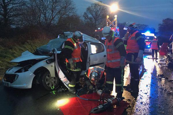 La voiture dans laquelle se trouvaient les deux personnes qui ont perdu la vie