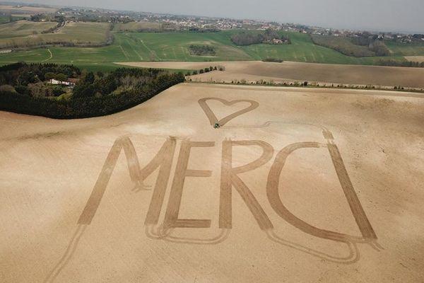 Un grand Merci et un cœur  tracés par Baptiste Marquié, un jeune agriculteur céréalier du Lauragais.