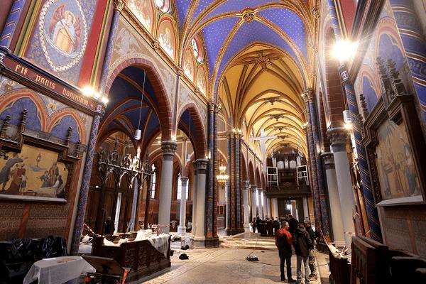 L'église Saint-Martin à Croix a été rénovée. Elle abrite un décor néo-gothique choisi par l'abbé Decock en 1928.