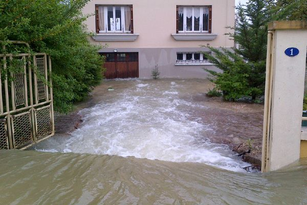 Une maison de Buchères (10) sous les eaux