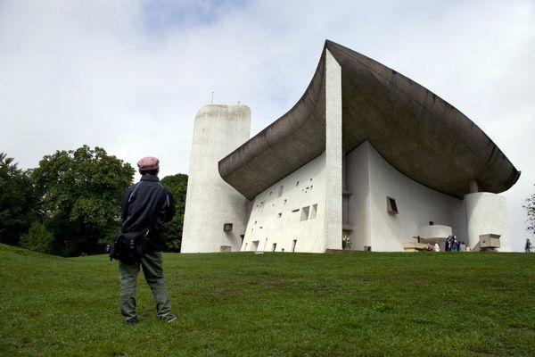 La chapelle Notre-Dame du Haut doit subir des travaux à hauteur de 2,5 millions d'euros, en grande partie financés par des subventions publiques.