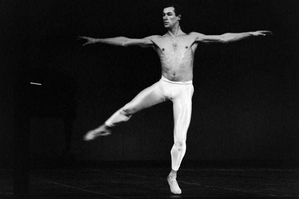 """Le 5 mai 1986, le danseur Patrick Dupond dans """"Vaslaw""""à l'opéra Garnier à Paris."""