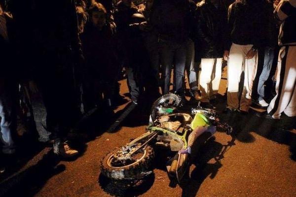 La moto-cross des deux adolescents