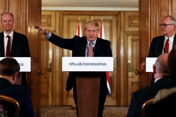 Boris Johnson en conférence de presse jeudi.