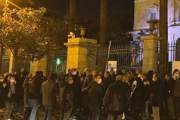Le rassemblement de soutien s'est déroulé devant la préfecture d'Ajaccio.