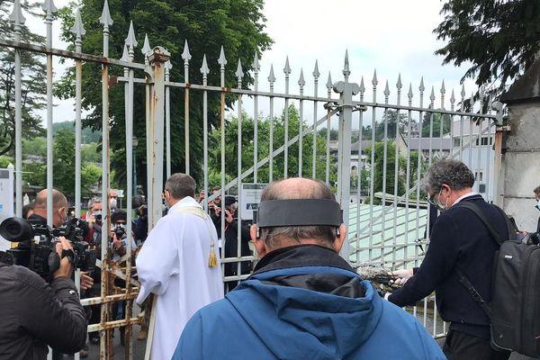 A l'ouverture des grilles, il y avait beaucoup de journalistes pour assister à l'événement.