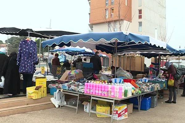 Le marché du Petit Bard à Montpellier est toujours situé dans le quartier des Cévennes, mais à côté d'une route, il est donc plus accessible - 16 février 2017