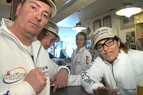 """Au QG de l'Alpe d'Huez, les fans soutiennent leur champion, """"Gauth""""."""