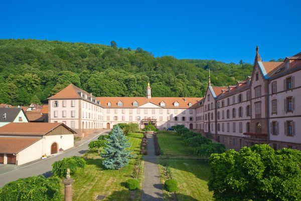 """Oberbronn, qui héberge la maison d'accueil des Soeurs du Très-Saint-Sauveur, a reçu le label d'écotourisme """"station verte"""" qui distingue les destinations nature."""