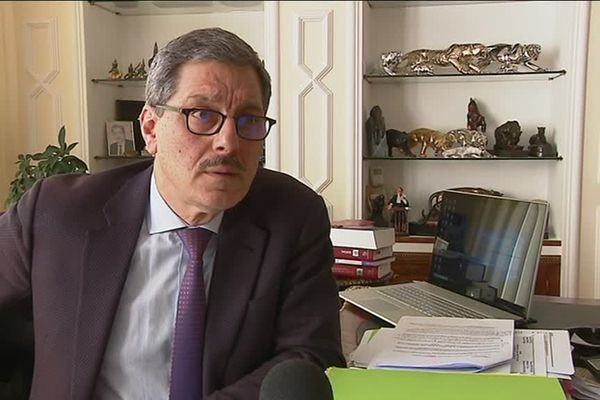 """André Chamy est l'avocat de Maxime W., un Mulhousien soupçonné d'avoir proféré des injures antisémites envers Alain Finkielkraut lors de la manifestation des """"gilets jaunes"""" à Paris du samedi 16 février 2019."""