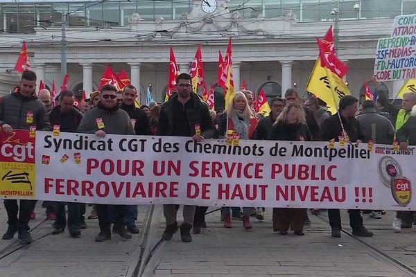 Important cortège dans les rues de Montpellier : la manifestation, organisée par la CGT cheminots ce mardi matin, est partie de la gare.