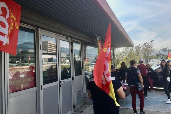 Le personnel du centre de courrier de Bastia Cap est en grève depuis le jeudi 24 octobre.