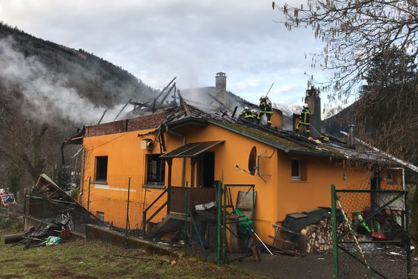 Après la Covid, les flammes ont terrassé le restaurant des Cascades de Stosswihr.