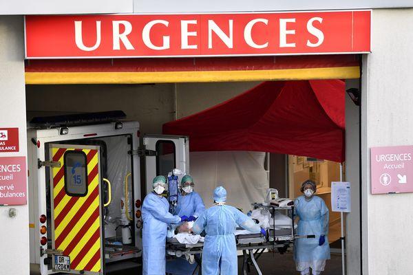 Manque de masques, de blouses, d'appareils respiratoires, de moyens : une cinquantaine de médecins renommés de la région Auvergne-Rhône-Alpes signent une lettre ouverte pour s'inquiéter de l'épidémie de coronavirus Covid-19. Photo d'archive.