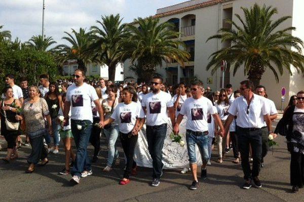 Quelque 400 personnes ont participé à la marche blanche pour Erika à Saint-Cyprien, dans les Pyrénées-Orientales - 31 août 2015