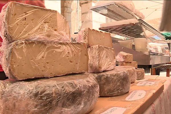 80 producteurs de fromage fermier ont exposé leur production à Gourdon