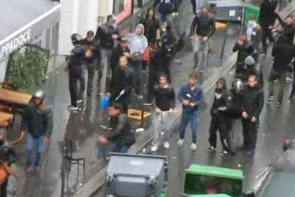 Une vidéo amateur filme la LDJ pendant la manifestation, à proximité de la synagogue de la rue de la Roquette