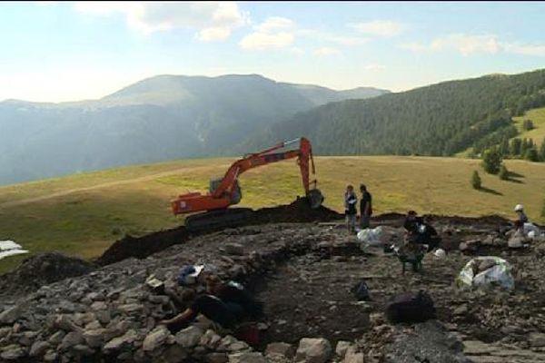 Sur ces pentes du Mercantour, les archéologues ont retrouvé les traces d'un campement de l'âge du fer.