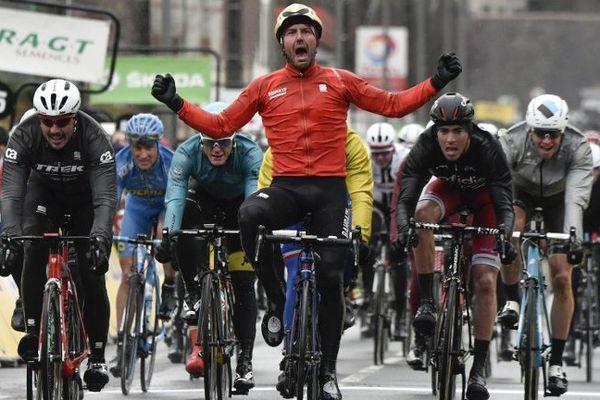 L'Italien Sonny Colbrelli (Bahrein) remporte la deuxième étape de Paris-Nice, à Amilly (Loiret)