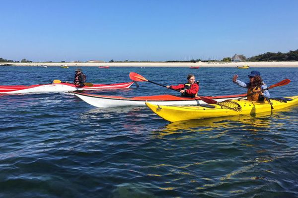 Kayak de mer sur le site des Étocs face à Penmarc'h