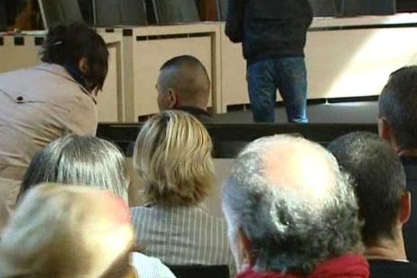 Carcassonne - procès du légionnaire de Castelnaudary violé par 2 collègues de chambrée avant le huis clos - la victime et les familles - 15 octobre 2012.