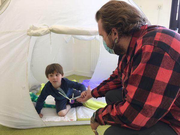 Le centre d'aide offre une zone de décompression pour parents et enfants. Un univers calme et serein pour partager des moments rares