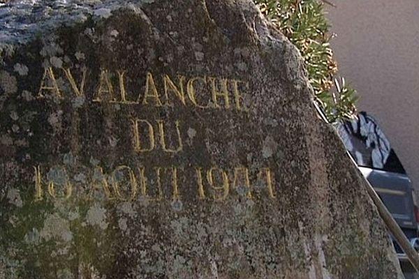 L'énorme bloc est toujours au coeur du village d'Ocana, là où il a fini sa course en 1944.