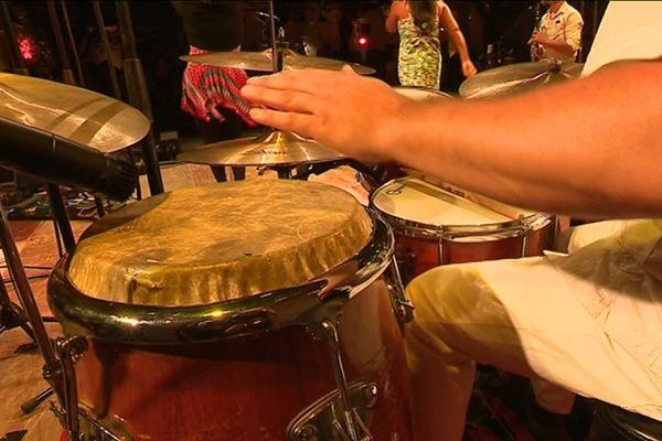 Chaque été, le cloître Dewailly se transforme en temple des musiques du monde.