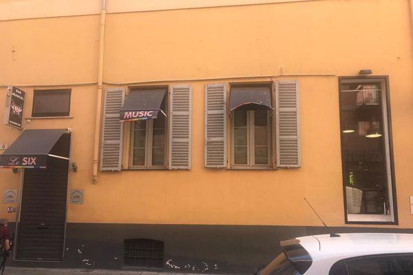 Cinq bars du Vieux-Nice sont inquiets de devoir fermer à cause de clients non-respectueux.