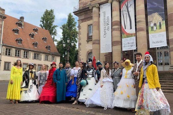 Derrière les sourires et les belles tenues, un message politique porté haut et fort sur les marches de l'Opéra national du Rhin ce dimanche 26 septembre.