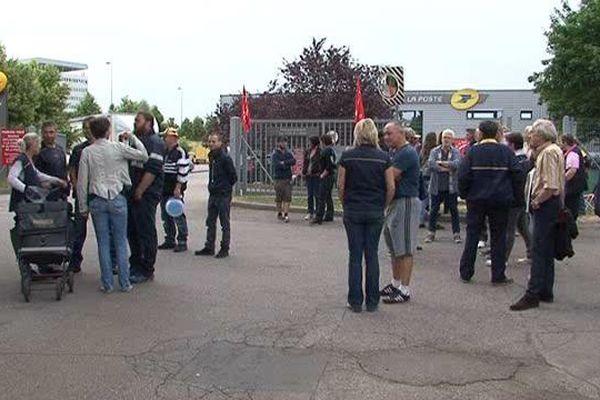 Les postiers en grève à Nancy-Lobau.