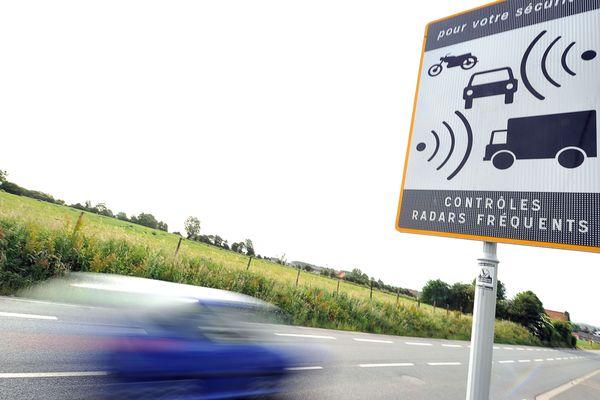 Des panneaux indiquant des contrôles radars fréquents vont être installés sur la RD 906 entre Courpière et la limite de l'Allier. Les automobilistes ne sauront pas où se trouvent précisément les radars.