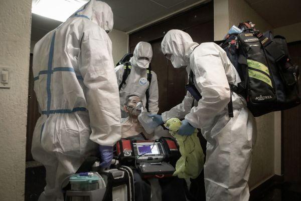 La brigade des sapeurs-pompiers de Paris, en lutte permanente contre l'épidémie de covid-19, pourrait apporter une aide inattendue face à l'épidémie, à travers le colonel Grandjean