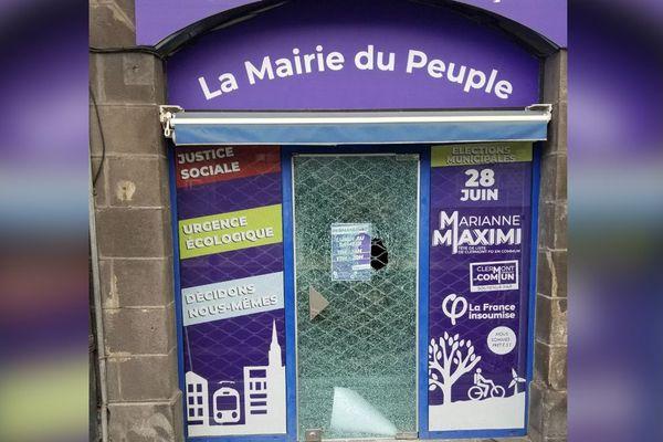 Dans la nuit du 17 au 18 juin, la vitrine de la permanence de campagne de Marianne Maximi, à Clermont-Ferrand, a été dégradée.