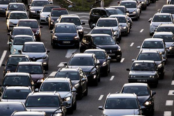 La politique de restriction de circulation pour les véhicules les plus polluants est renforcée en région parisienne (illustration).